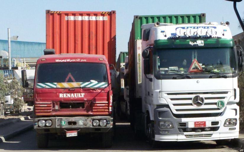 شاحنات نقل كبيرة